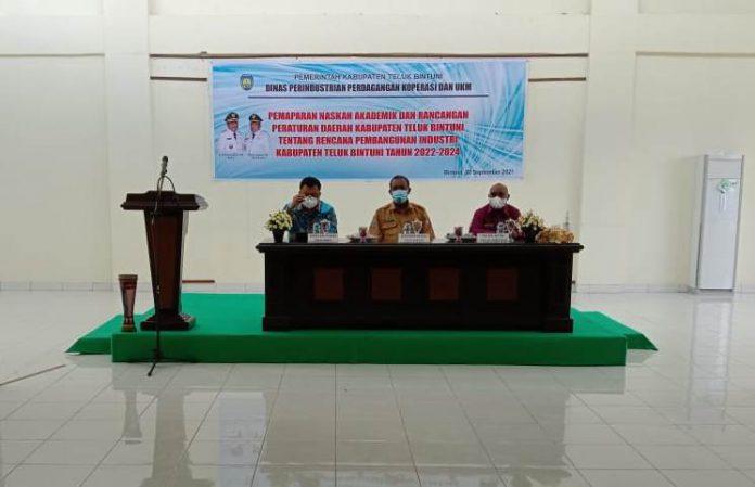 Disperindag dan UMKM Paparkan Naskah Akademik dan Raperda Pembangunan Industri Teluk Bintuni 2022-2024